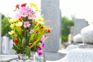 お花とお墓の写真-3