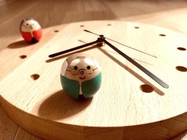 時計と老夫婦