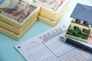 節税対策について考える様子