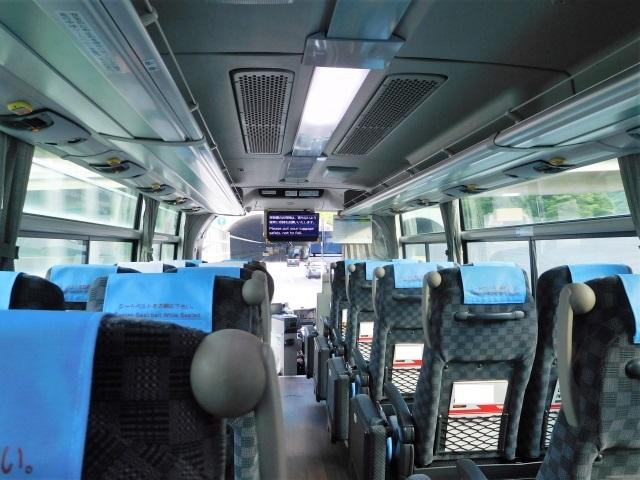 大型バスの車内