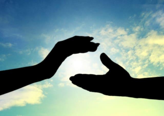 手と手を取り合うイメージ